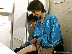 Guys tearing pantyhose on her aunt