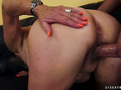 Blonde looks for a chance to get orgasm after hard snat...