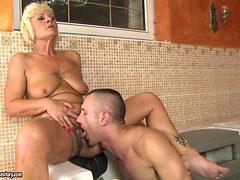 Mature shows her cock sucking skills