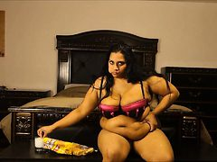Stuffed big babe 5 check my profil Genevive from dates2...