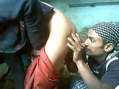 Mumbai worker fucks dirty amateur Indian mature slut mi...