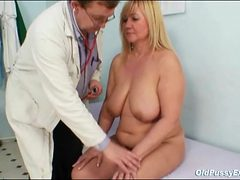 Doctor looks inside her mature pussy with a speculum