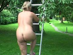 Nude gardenwork