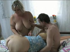 Chubby women suck his dick in lusty threesome