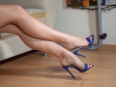 Shoeplay, dangling, in blue mules. Close-up. Yum !