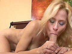 Eye-popping cutie Payton Leigh enjoys fresh hot sperm ...